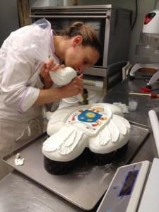 la preparazione del dolce che il Santo Padre Papa Francesco ricevera' all'udienza del 16 aprile 2014