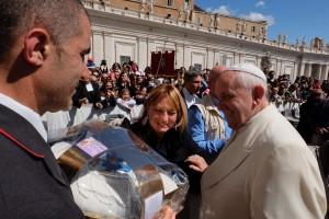L'arrivo a roma e la consegna della Colomba a Papa francesco da parte de Le Torte di Giada , una grande emozione vissuta dallo staff