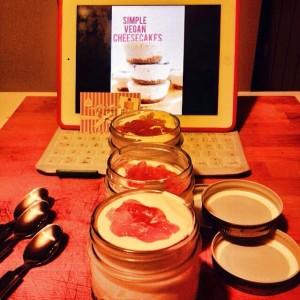 Cheesecake vegan in vasetti di vetro